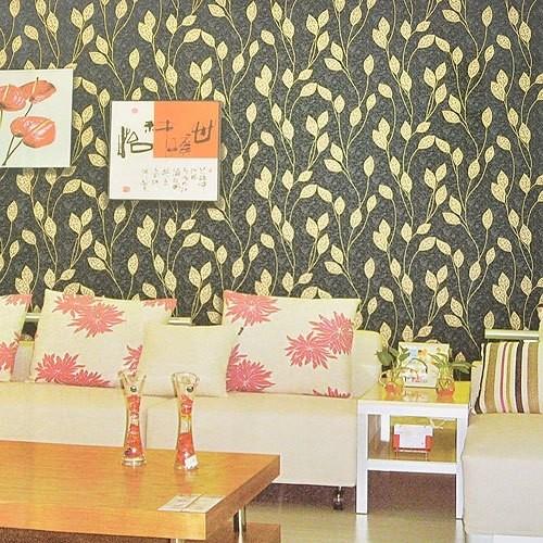 旺涯壁纸 新中式风格壁纸随风而动枝叶图案ab2238灰黑色沙发背景图片