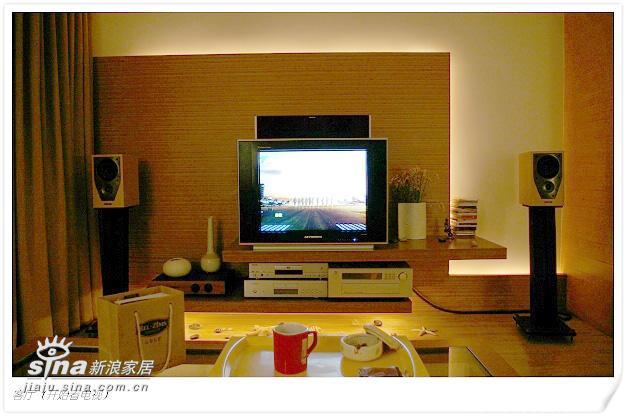 客厅(开始看电视)