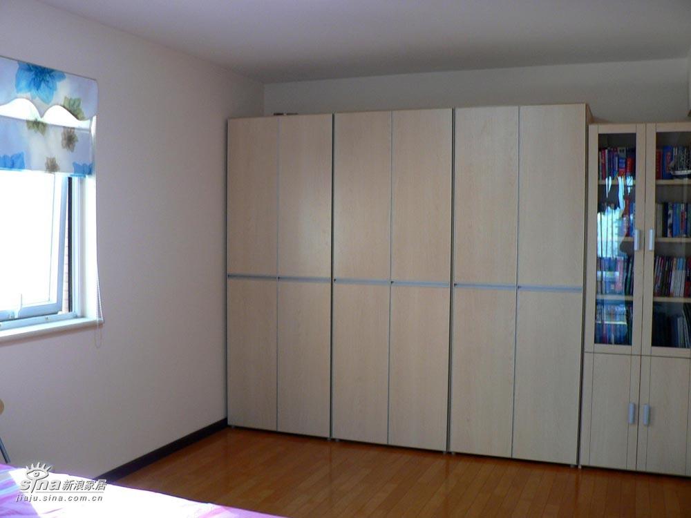 主卧衣柜与书柜-挺能装的图片_家装秀_新浪装修家居网图片