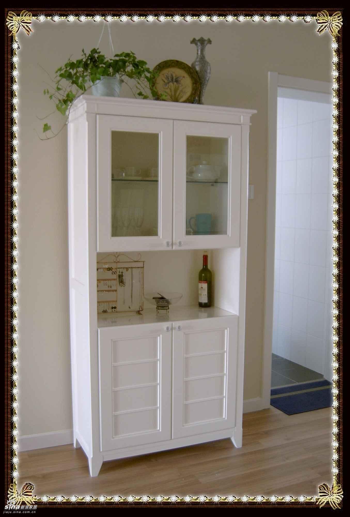 一进大门正对着的是餐边柜,香奈儿家没有玄关,进门就是门厅,高清图片