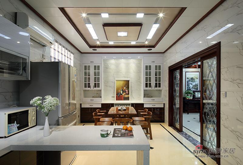 厨房和厨房里的小餐厅