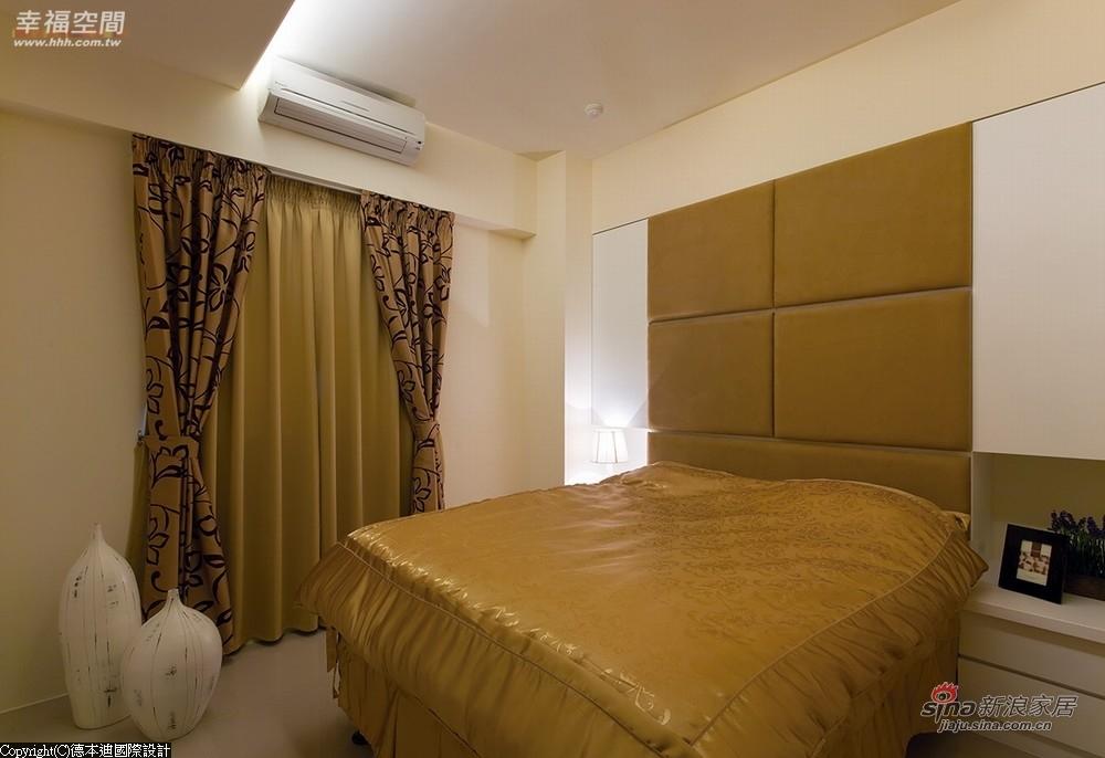 两层遮光的厚窗帘,营造静谧的睡眠环境