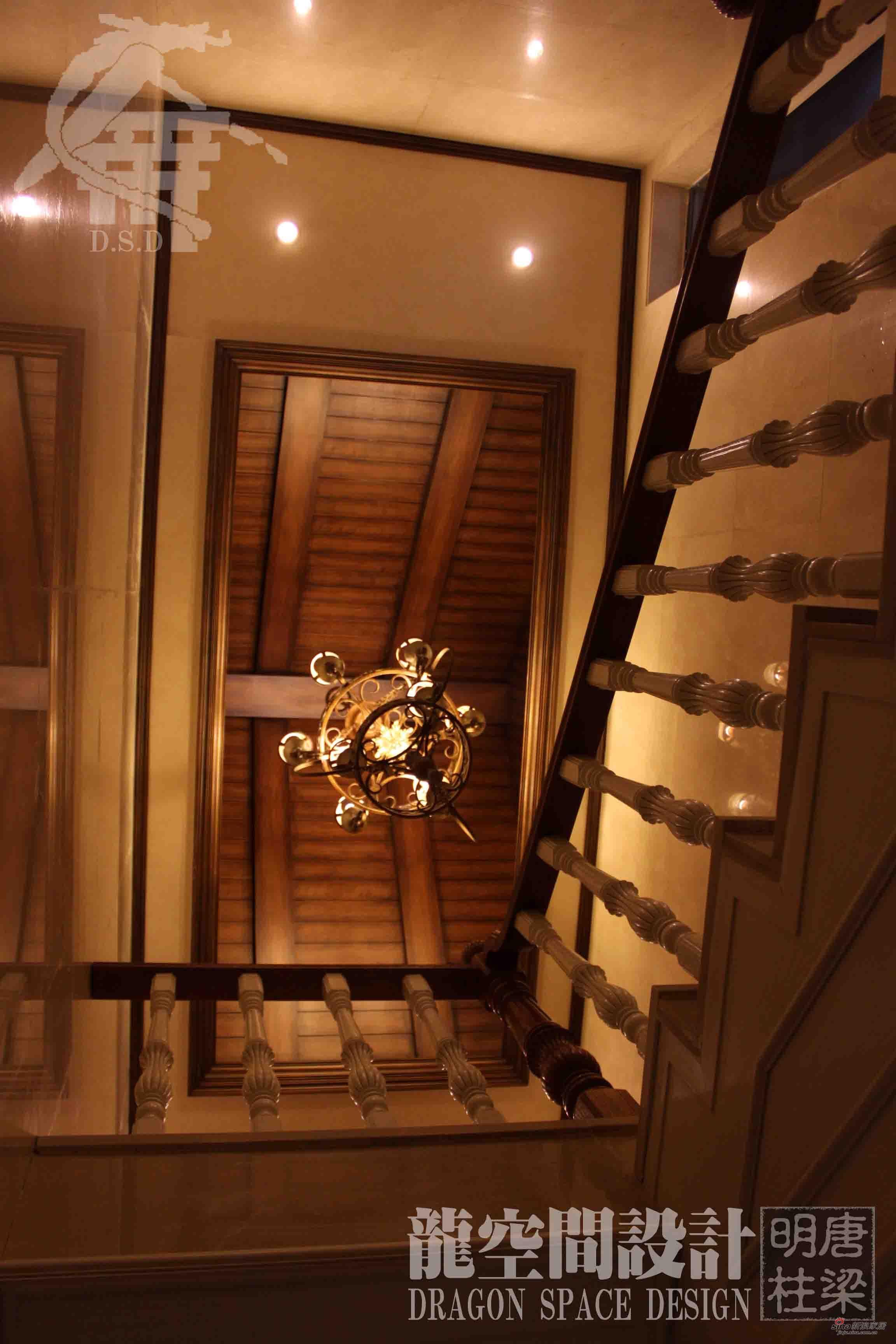 样板间 【高清】472平中美式混搭大气三口之家 楼梯间  价格:/件 品牌