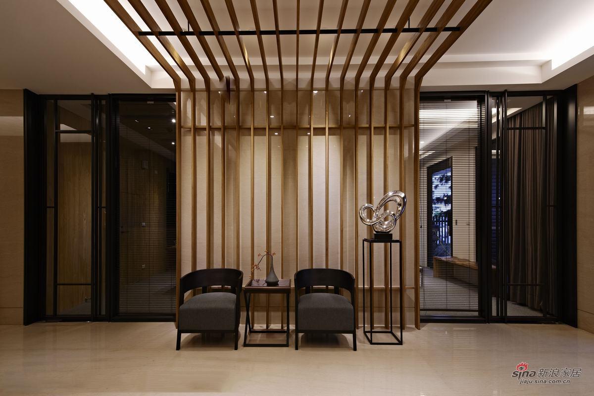 墙面和顶面的木条很有设计感图片