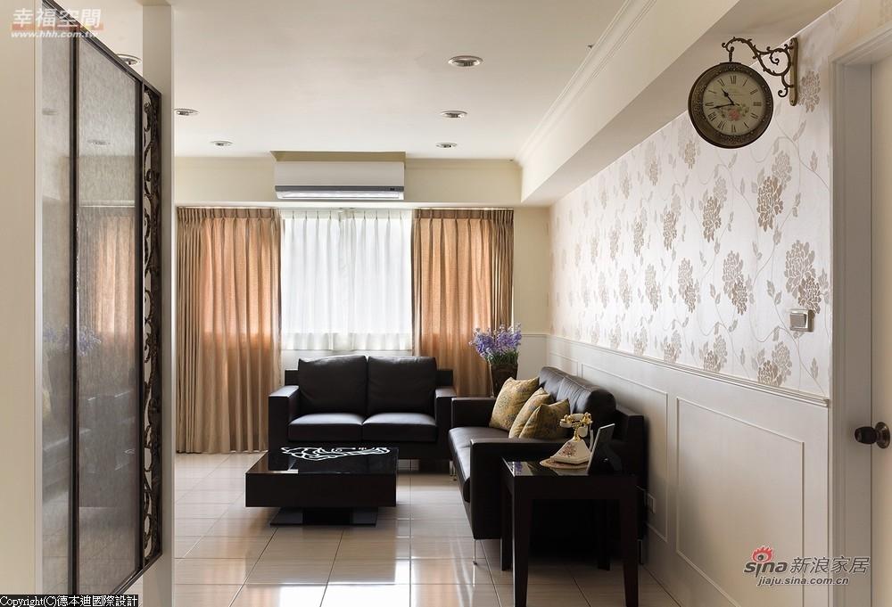 村风的花纹壁纸铺陈沙发背墙