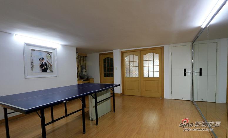 二楼的乒乓球案