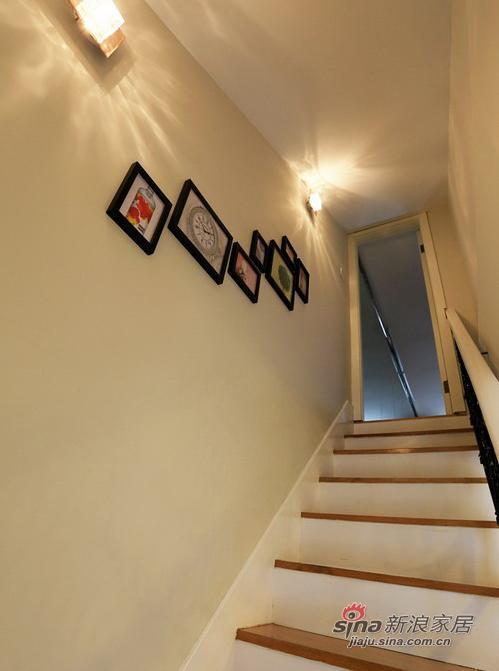 通往二楼露台的楼梯