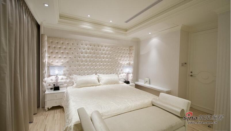 以浅色木地板形塑温馨的卧眠空间