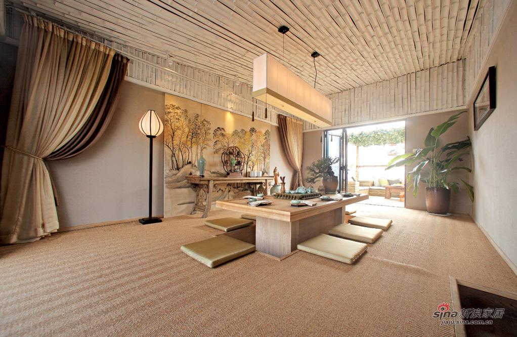 木色温润的茶室
