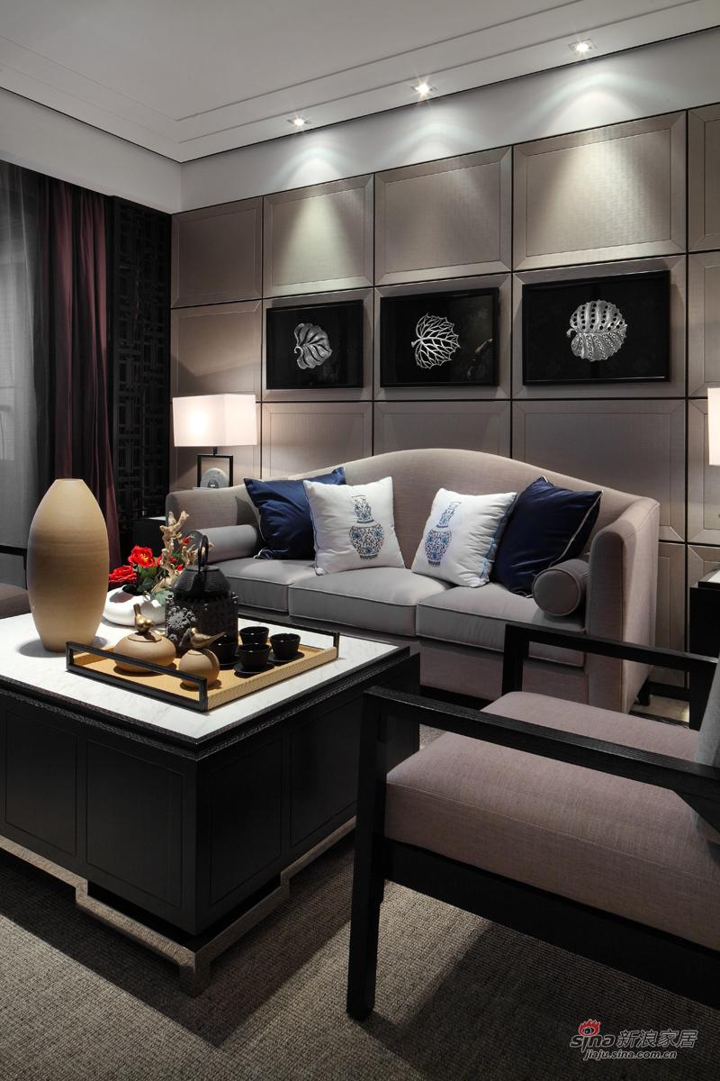 低调的主色调与灯光掩饰不住家具的高端