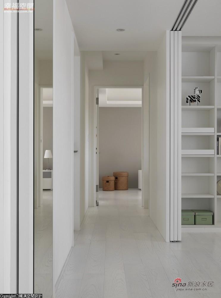 入内的廊道整合于书房规划中拉大空间感