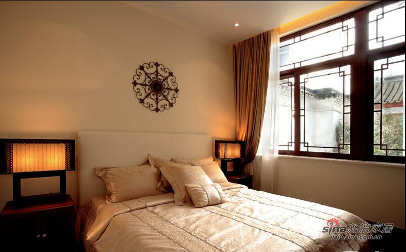 卧室床头别致的装饰,既实用又强化了极简的