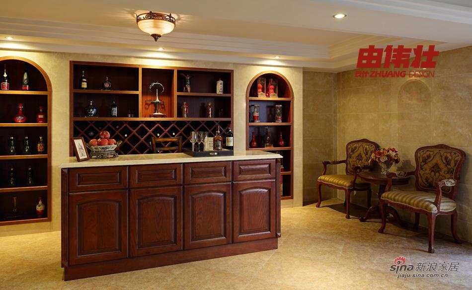 地下室视听室旁边的酒柜和吧台  查看原图            免费家装设计图片