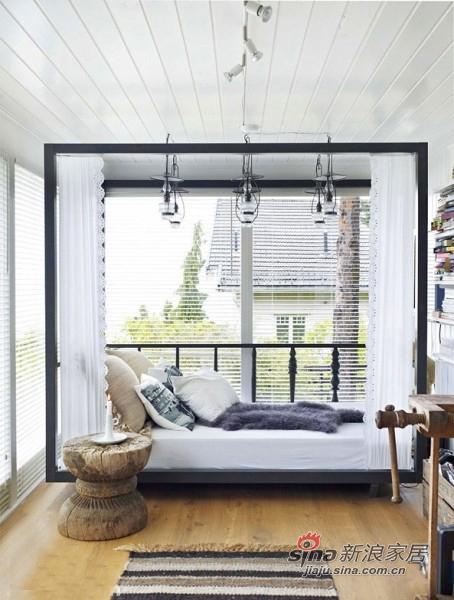 简单的架子床,落地玻璃窗