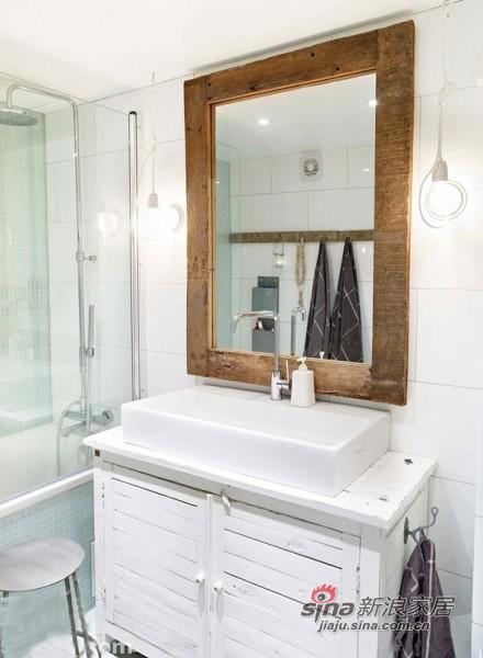 白色柜子配木色镜框