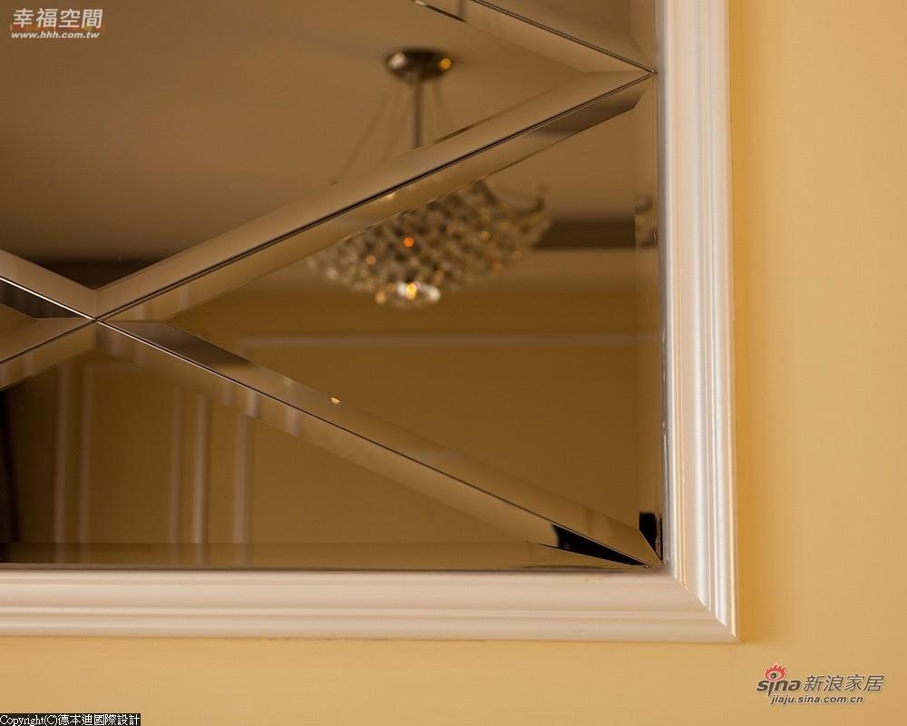 上方立面还有一幅菱形切割的茶镜