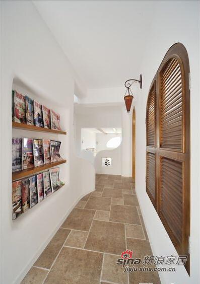 走廊过道的窗户、壁灯、以及内嵌式储藏架