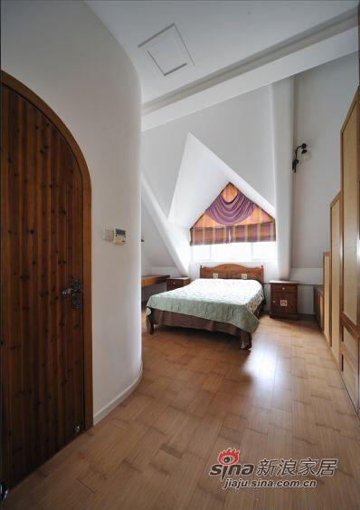 房间的墙壁造型很有特点。