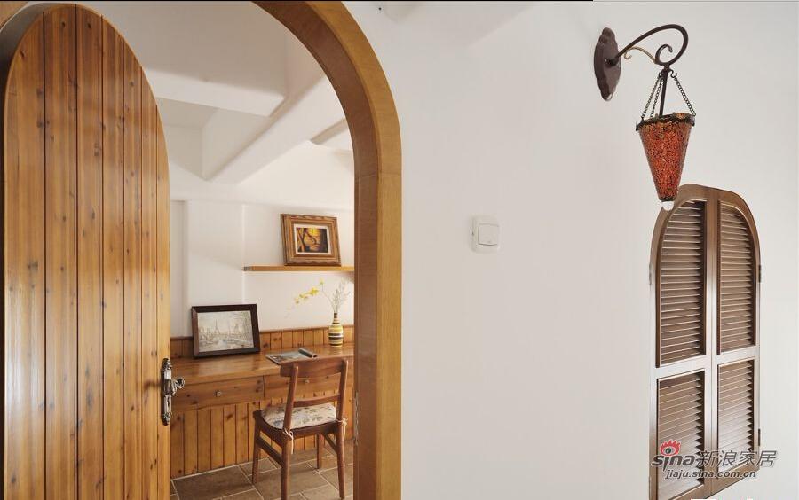 纯实木打造的书房空间,自然而清净。