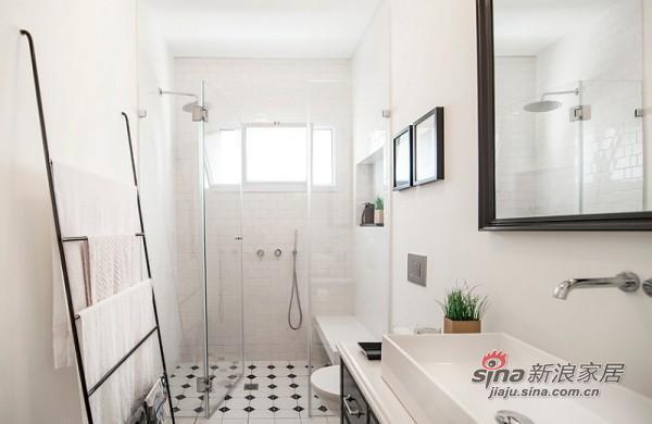 简单的黑白色调卫生间