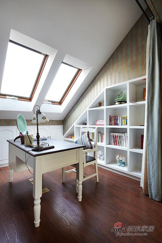 利用阁楼小空间装扮小清新书房