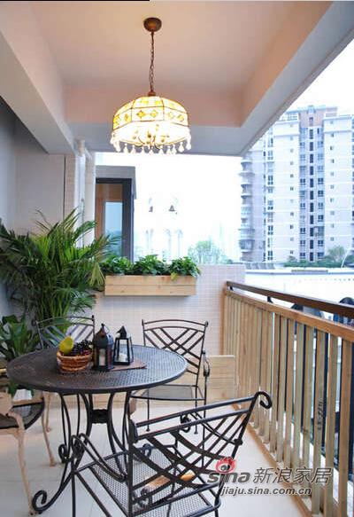 开敞阳台让家居与自然连为了一体。