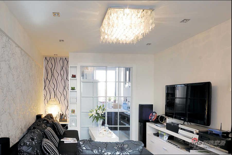 窄小客厅也能功能完备