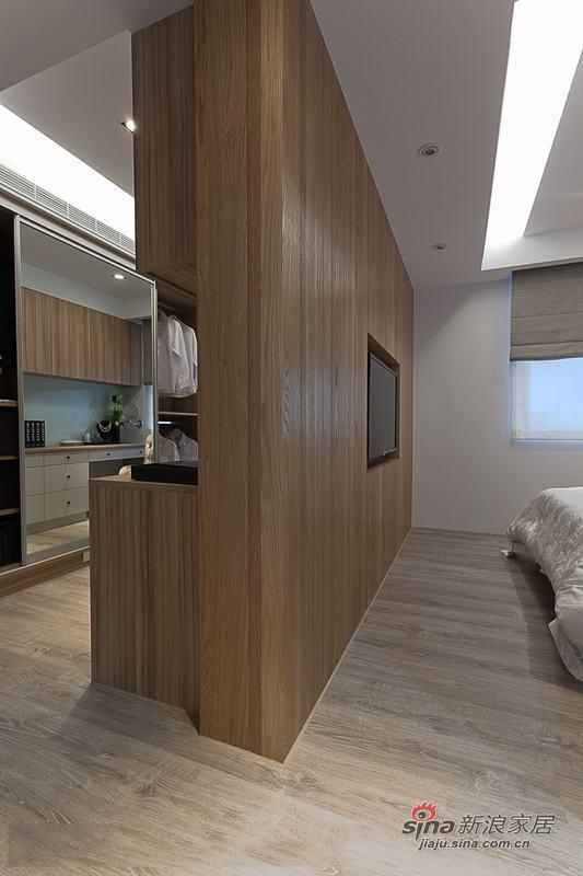 开放式的卧室用墙隔起来