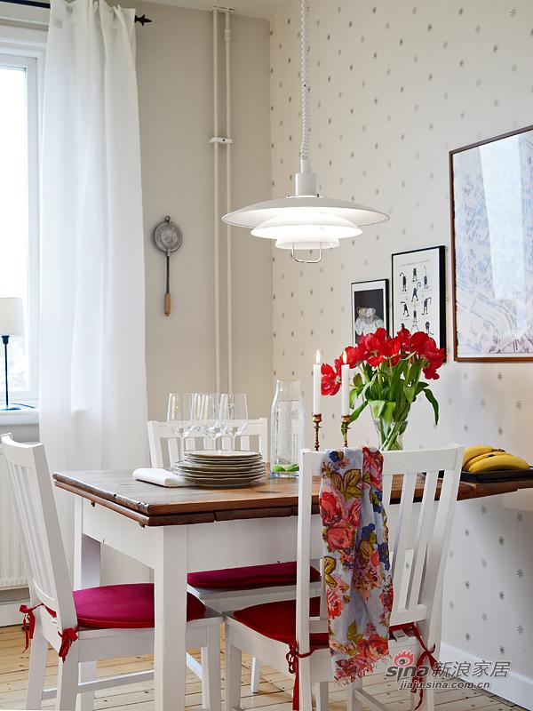 深浅拼色的餐桌