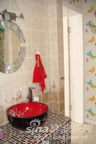 子是宜家买的,洗手盆是订的,马赛克台是我自己设计的图片