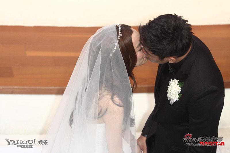 时刻 盘点明星婚礼上的热吻瞬间图片