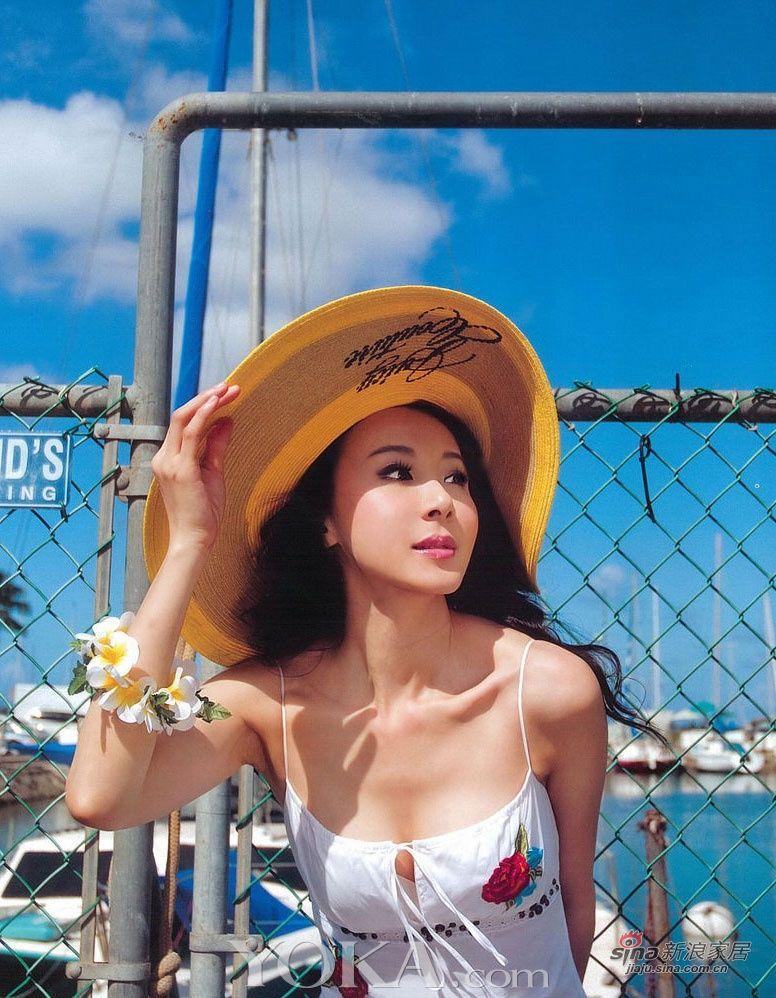 No.5萧蔷95年的一部广告,让萧蔷迅速蹿红,一跃成为 台湾最美丽的女人 ,让不少政商名流惊艳不已,因此,曾多次传出从政界名人到电子大亨包养她的传言,而萧蔷依然顶着美丽的光环到处炫耀图片