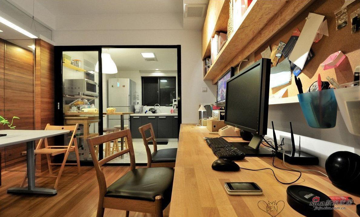 厨房移门和阳台隔断一样,都是三轨道的,最大可以打开将近三分