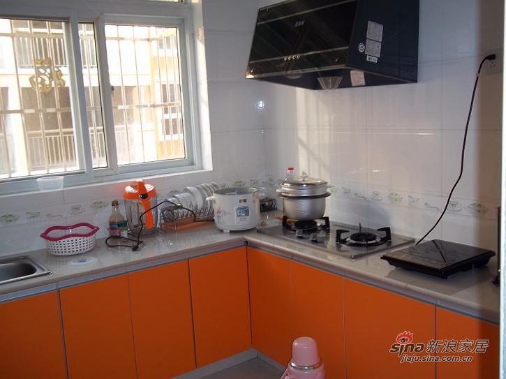 厨房,橱柜是瓷砖做的图片