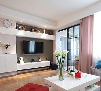 客厅电视背景墙,简洁的黑白色调,比较实用的电视柜。