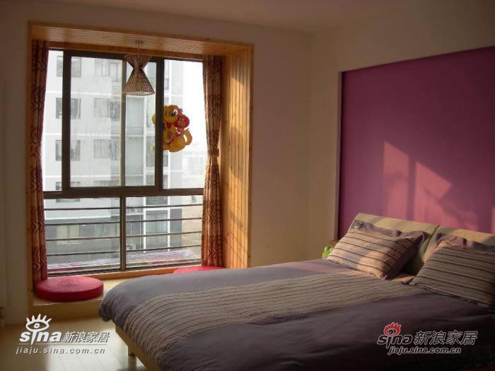 主卧落地窗的地台是专门设计的