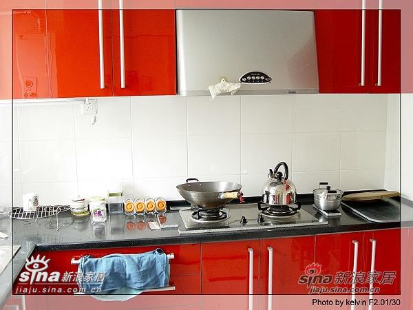 厨房的照片,开发商送的厨卫精装,颜色和设计都
