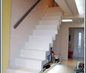 最新乡村复式楼梯装修效果图 2013乡村复式楼梯设计效果图 乡村复式图片