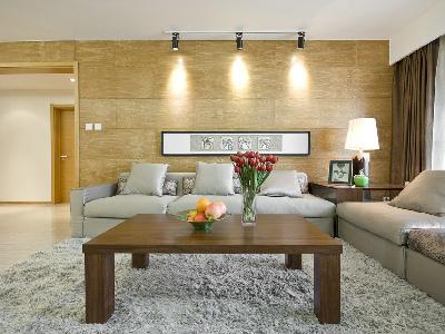 设计理念:原木色的大面积运用,搭配明亮的地砖,墙面直线条无复杂的造型。亮点:这样的材质运用显得温馨大气,使得整个空间明亮开阔,符合三代人的需求。