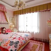 粉色,奠定了空间浪漫梦幻的基调,对比色的运用,则让整个空间富有层次感和灵动性。