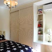 主卧室也来同样一个飘窗的设计,形成天然的阳光浴场。