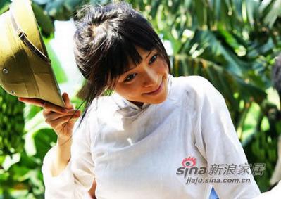 """张静初主演《红河》在云南举行了全球首映式,对于之前热炒了好长一段时间的张静初到底用没用""""裸替""""这个问题也终于揭开了神秘的面纱。"""