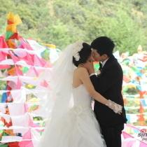 幸福时刻 盘点明星婚礼上的热吻瞬间