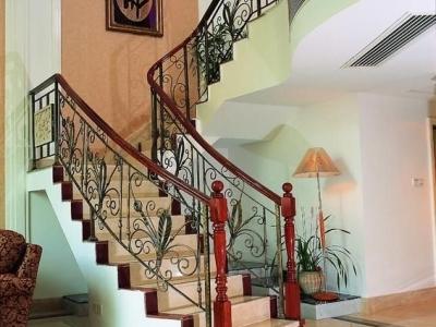 居室:中式风格:跃层 标签:中式跃层背景墙波西米亚公寓楼梯波西米亚图片