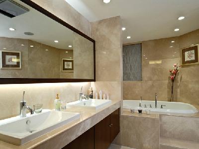 浴室的装修不仅要实用而且还要美观有情调,选择什么样的浴缸也是比较重要的,浴缸在浴室里也起着很重要的角色。