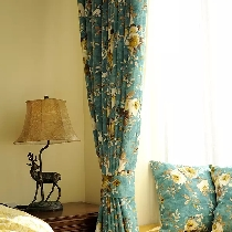 古典的家具配上小鹿装饰台灯真是绝配。