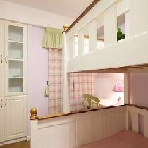 上下铺的双层床是节省空间的选择,同时增加书柜,充足的收纳,让卧室整齐有序。
