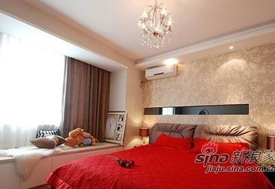 卧室,红彤彤的床品。