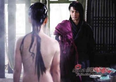 网上曾流传出一组电视剧《流星蝴蝶剑》王艳半裸出浴的香艳剧照,引发网友热议。