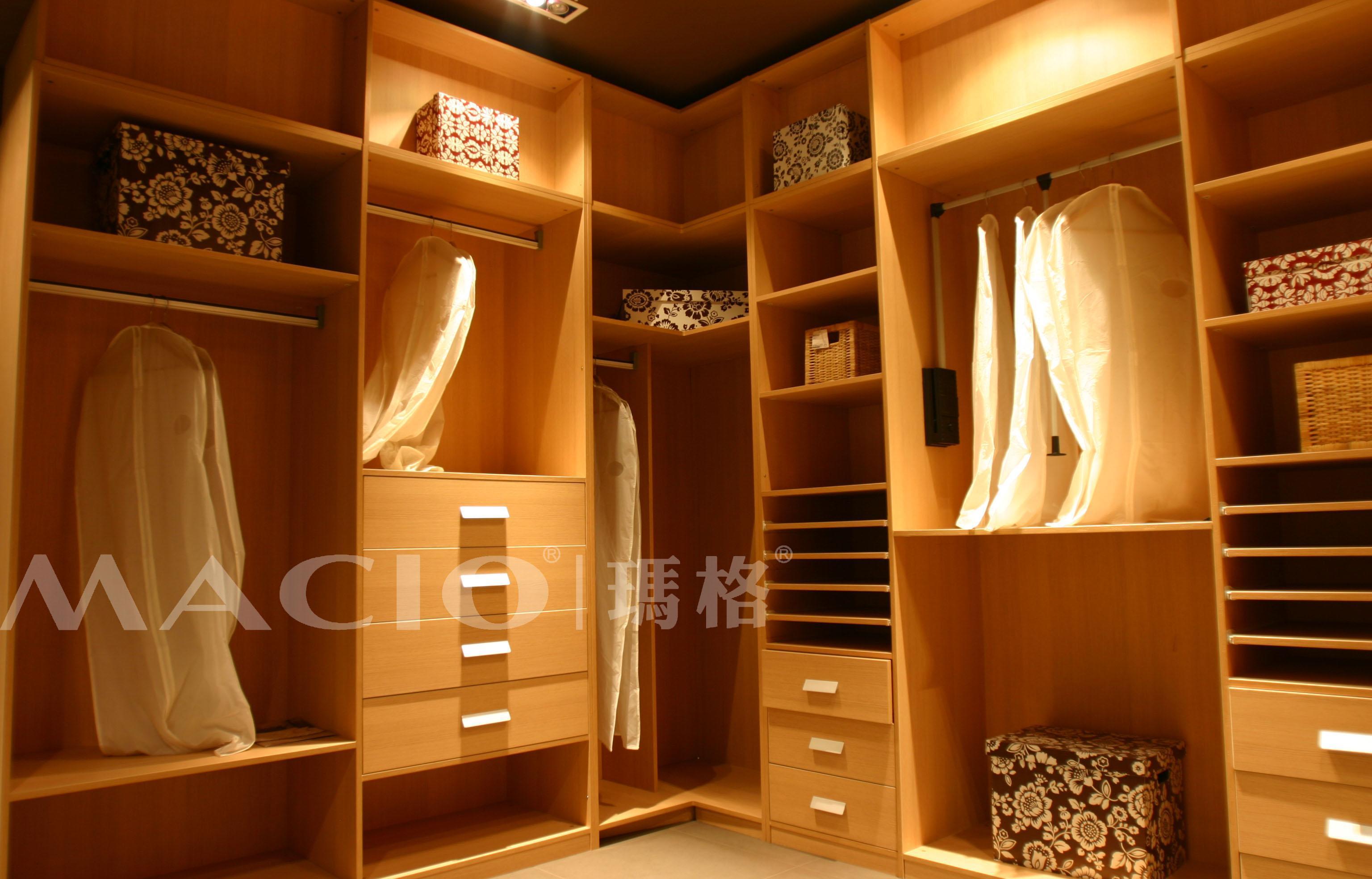 定制家具板式衣帽间  玛格家居创立于2004年,集定制家具的专业设计图片
